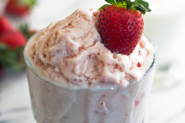 Buttermilk-Strawberry-Ice-Cream